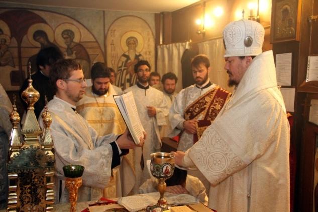 Епископ Корсунский Нестор совершил диаконскую хиротонию Владимира Мутина