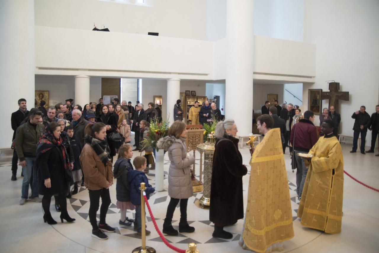 Фоторепортаж нашей первой литургии на французском языке в Троицком соборе в Париже