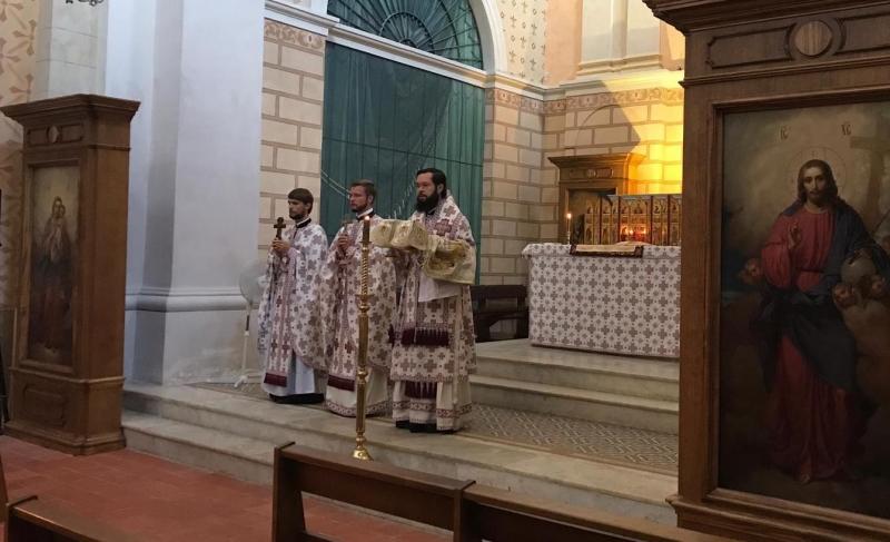 Митрополит Антоний возглавил Божественную литургию в Сен-Тропе